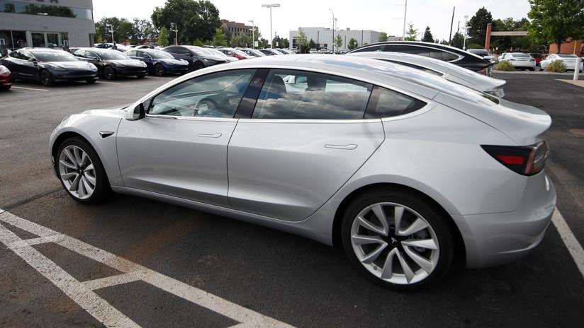 VIDEO: El nuevo modo 'antirrobo' de Tesla ayuda a capturar a un ladrón de autos