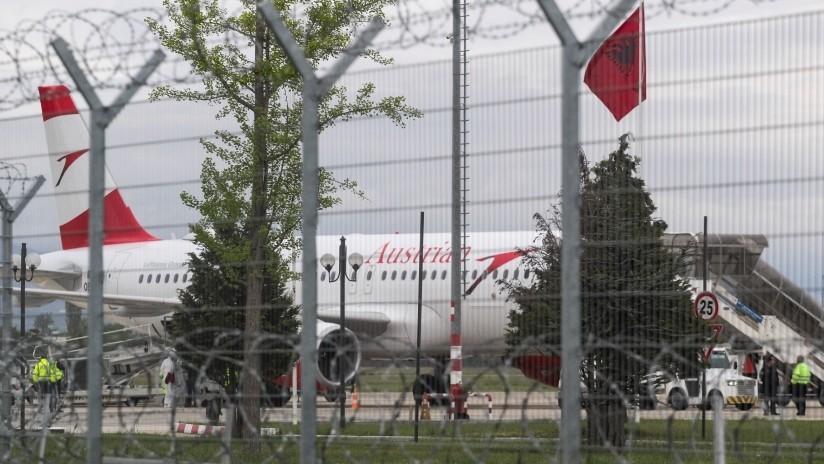 Robo relámpago en Albania: se llevan millones de euros de un avión en 90 segundos y huyen en bicicleta