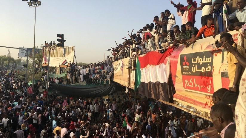 """El Ejército de Sudán dará un """"importante anuncio"""" tras reportes de un golpe de Estado contra el presidente"""