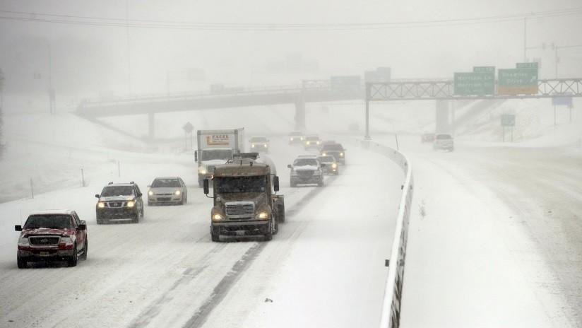 """FOTOS, VIDEOS: Una tormenta de nieve """"potencialmente histórica"""" azota EE.UU."""