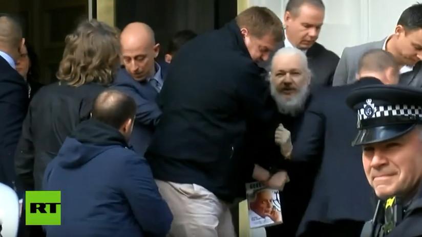 VIDEO: Momento de la salida de Julian Assange de la Embajada de Ecuador forzado por la Policía británica