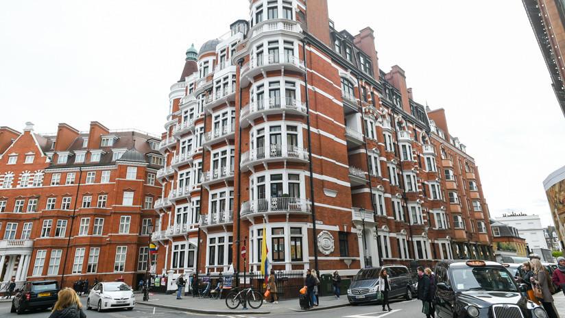 Policía británica: Assange fue arrestado en relación con una orden de extradición de las autoridades de EE.UU.