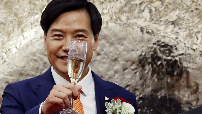 Fundador de Xiaomi recibe casi 1.000 millones de dólares en bonos y promete donarlos para fines benéficos