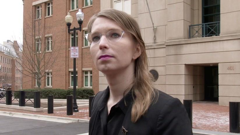 Defensa de Chelsea Manning pide su liberación tras la revelación de los cargos presentados contra Assange por EE.UU.