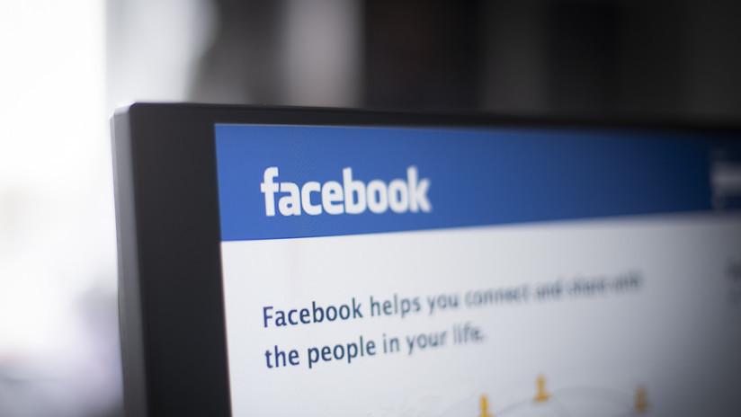 """""""El Gran Hermano está mirando"""": Facebook se burla de problemas de privacidad con mensajes ocultos en sus controladores de realidad virtual"""
