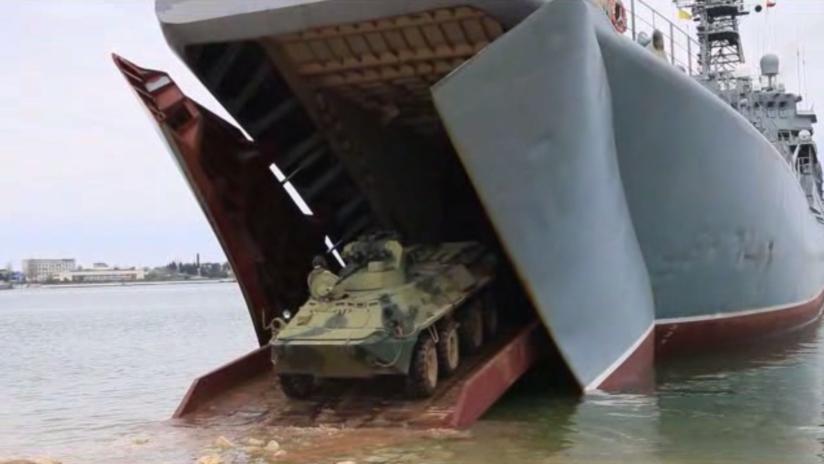 VIDEO: Maniobras con buques, lanzadores Bastión y un bombardero Tu-160 en Crimea y el mar Negro