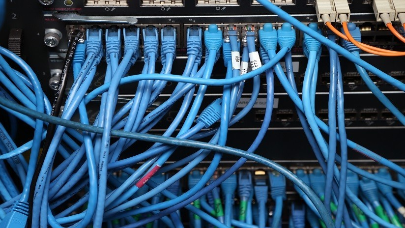 """'Hackean' tres servidores del FBI y """"más de 1.000 sitios"""" y afirman haber recogido """"más de un millón de datos"""""""