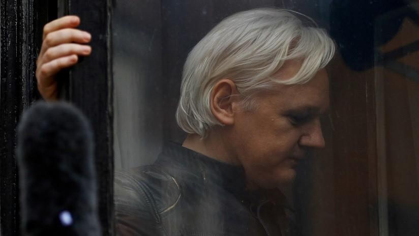 Publican videos de la vida cotidiana de Assange en la Embajada de Ecuador