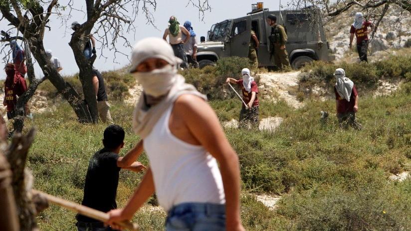 VIDEO, FOTOS: Colonos israelíes atacan con piedras a una familia palestina en Cisjordania