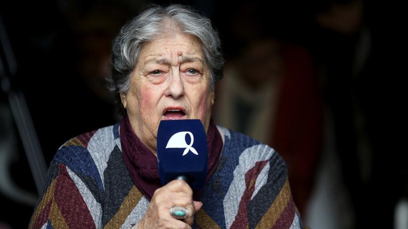 Militantes impiden un operativo judicial en la Casa de las Madres de Plaza de Mayo en Argentina
