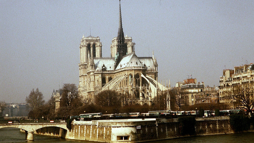 Decapitaciones, demonios y planos cambiantes: Ocho siglos de secretos entre los muros de Notre Dame