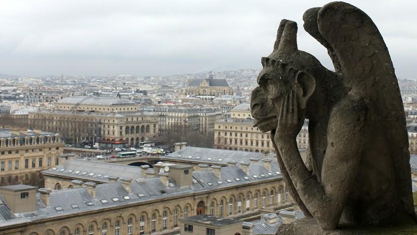 Artista ecuatoriana rinde homenaje a Notre Dame y su creación se hace viral en las redes sociales