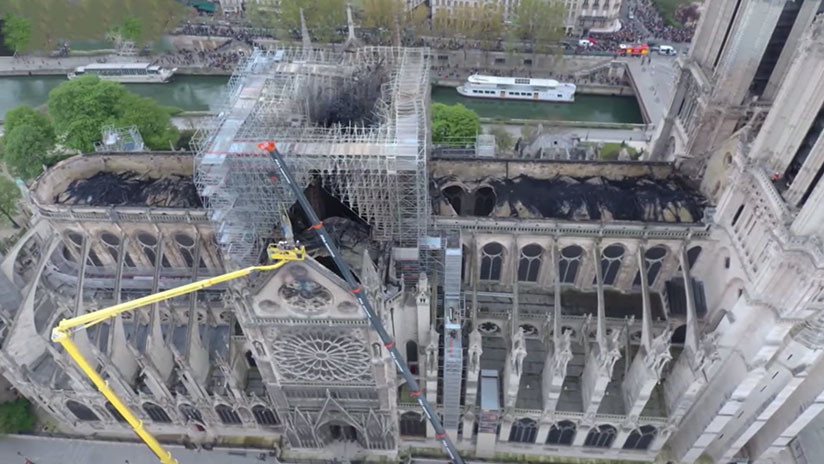 El primer video de Notre Dame tras el incendio grabado por un dron