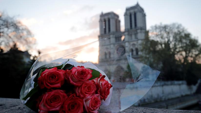 Se busca al protagonista de esta preciosa foto tomada minutos antes del incendio de Notre Dame