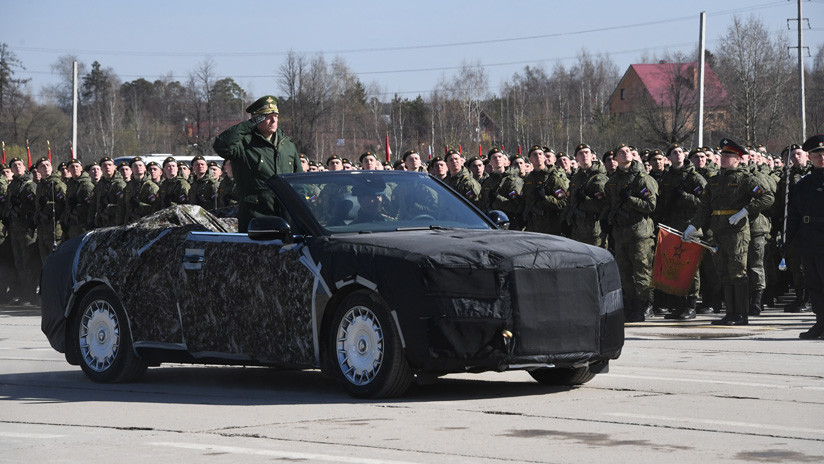 Rusia ensaya con las lujosas limusinas Aurus el desfile militar del Día de la Victoria (VIDEOS)