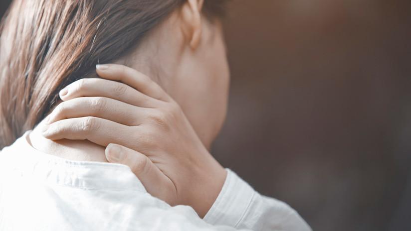 Una joven se estira el cuello, siente un crujido y casi se muere a los minutos (FOTOS)