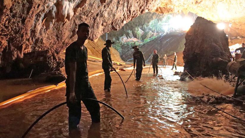 Un buzo británico que ayudó a salvar a niños atrapados en una cueva en Tailandia queda atrapado en una gruta