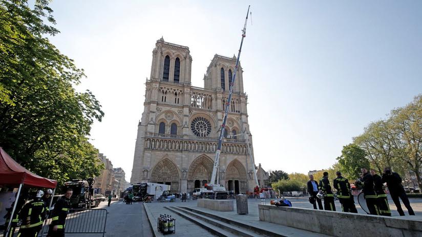 ¿Hay que restaurar Notre Dame como era o darle un 'toque' moderno?: El debate y la mofa saltan a la Red