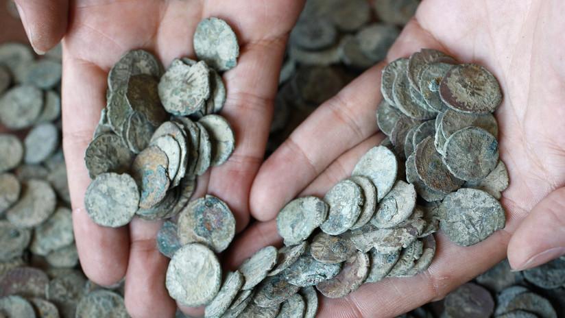 Reino Unido: Hallan un tesoro de 557 monedas de oro y plata de la época de la peste negra