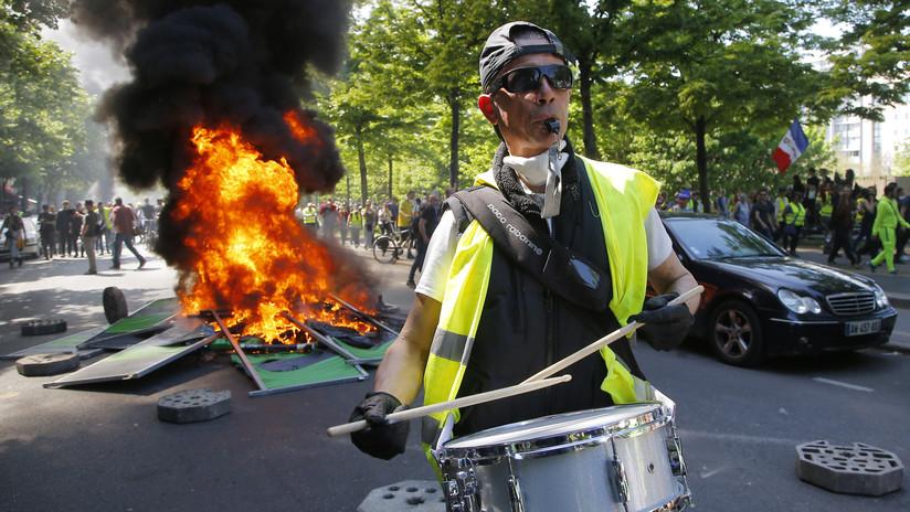 Fuego, humo y gas lacrimógeno: París vive una masiva protesta de los 'chalecos amarillos' (VIDEO)