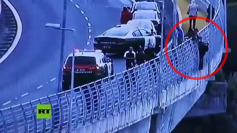 Un carabinero chileno evita que una mujer se lance desde un puente (VIDEO)