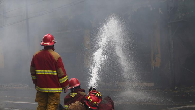 VIDEOS: La limpieza de escombros tras el gran incendio de Lima durará un mes