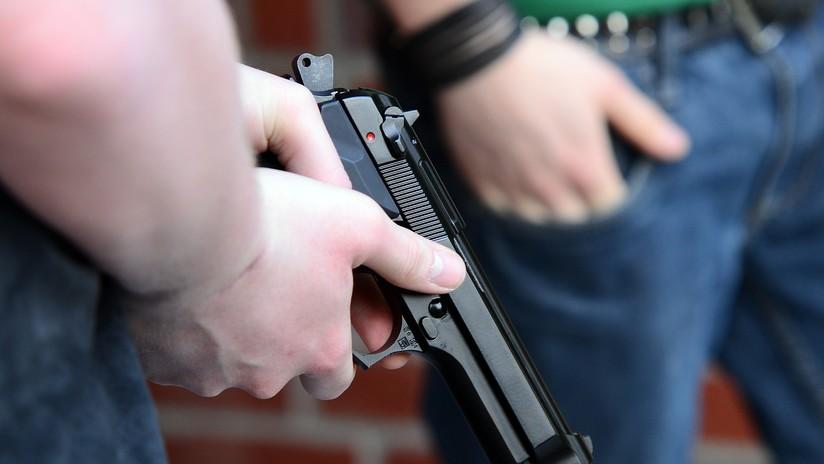 """¡Están disparando, están disparando, están..!"""": Una testigo de un tiroteo no puede dejar de gritar (VIDEO)"""