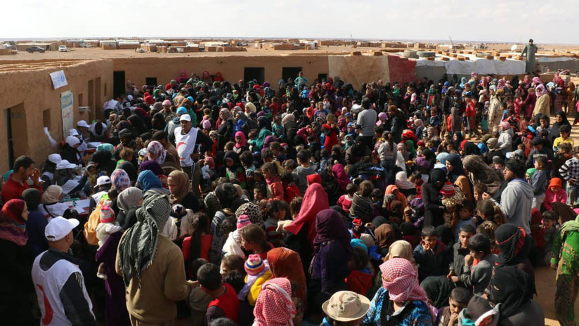 """""""Terroríficas condiciones insalubres y violencia de los militantes"""": Así viven los refugiados sirios en el campo de Rukban"""