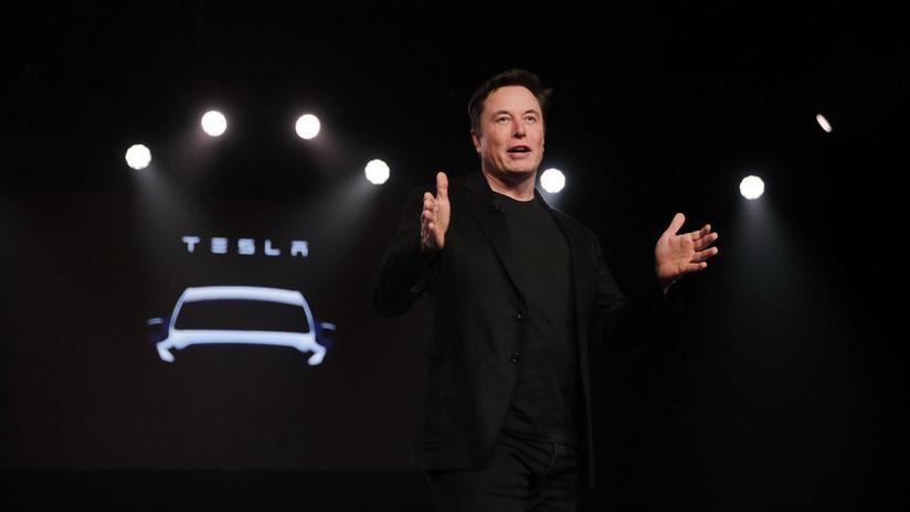 """Elon Musk asegura que Tesla sacará """"robotaxis"""" sin conductor el próximo año"""