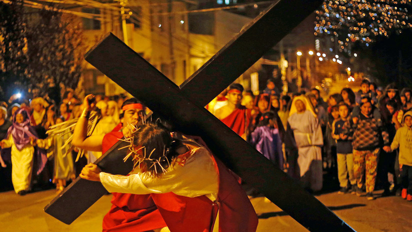 VIDEO: Perro defiende a 'Jesucristo' de los soldados romanos durante representación del viacrucis en México