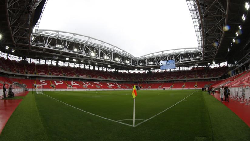 VIDEO: Un futbolista ruso anota dos goles desde la cubierta del estadio del Spartak de Moscú