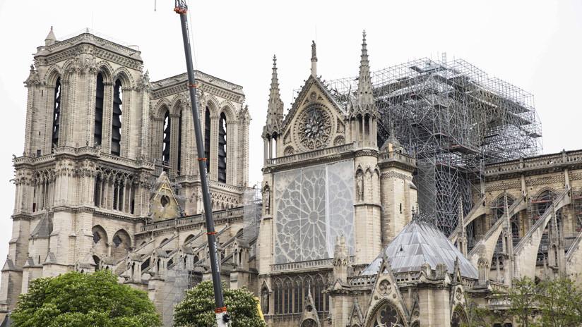 Obreros en la catedral Notre Dame de París fumaban en el andamiaje violando las normas de seguridad
