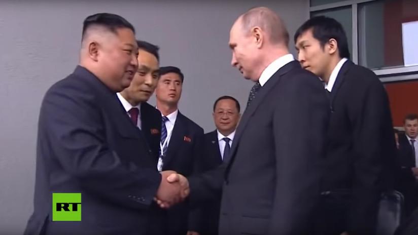 VIDEO: Afectuosa despedida entre Vladímir Putin  y Kim Jong-un al terminar su histórica cumbre en Vladivostok