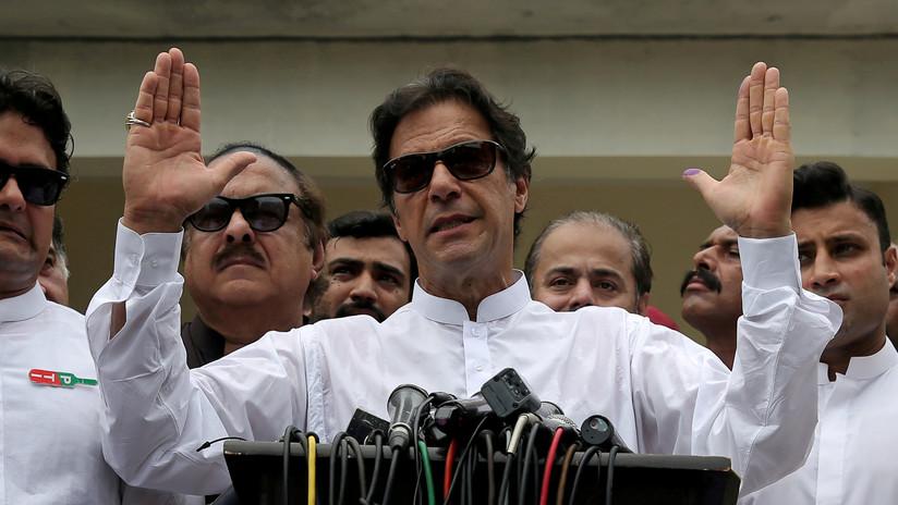 """El primer ministro de Pakistán llama """"señorita"""" a un opositor político y lo acusan en Twitter de sexista y misógino"""