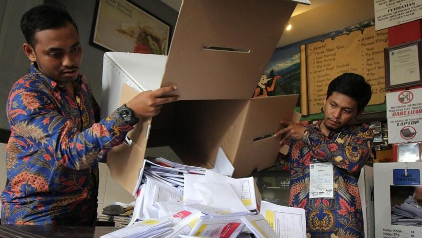 Mueren de agotamiento 272 funcionarios indonesios en el recuento de votos de las mayores elecciones de la historia