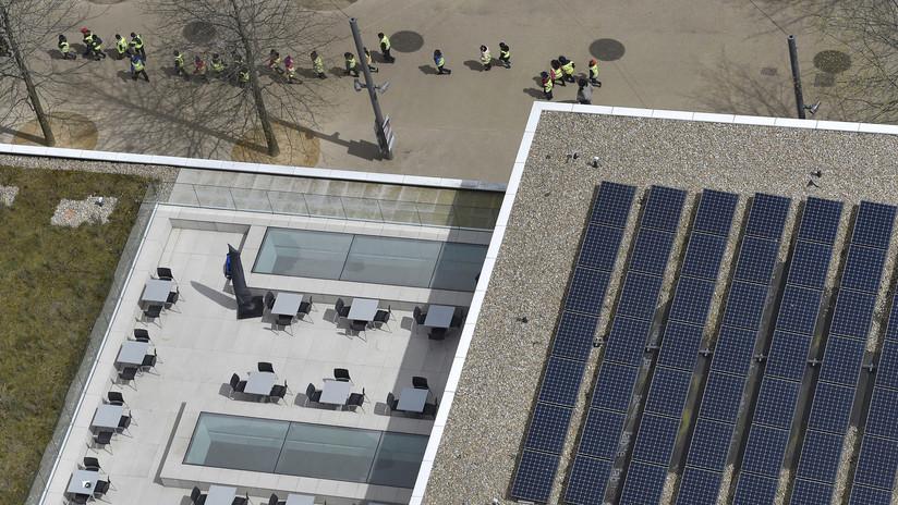 """Crean un sistema de """"hojas biosolares"""" para reducir los niveles de contaminación del aire en Londres"""