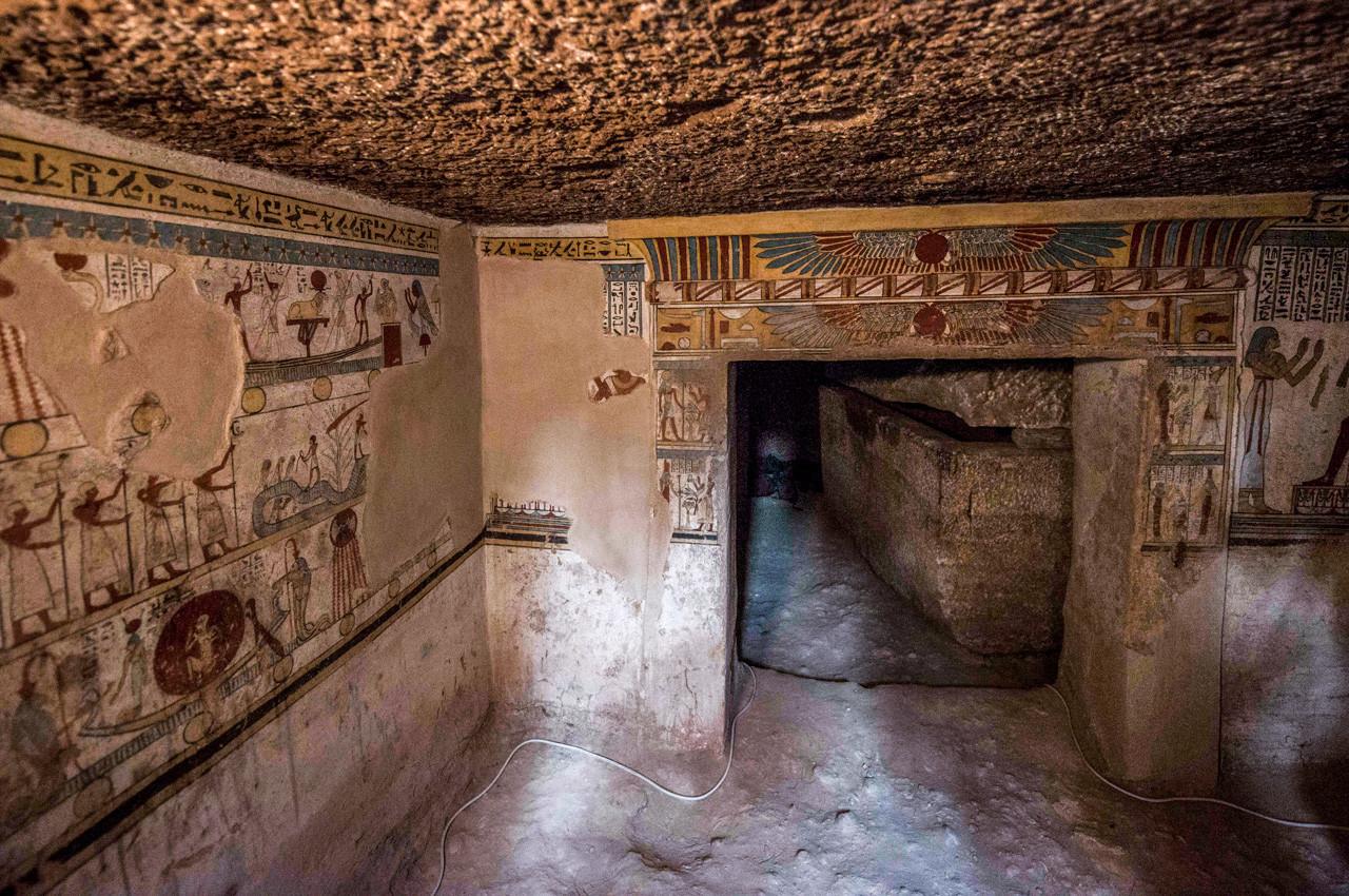 Resultado de imagen para Desvelan una colorida tumba de la dinastía que gobernó Egipto hace 4.300 años