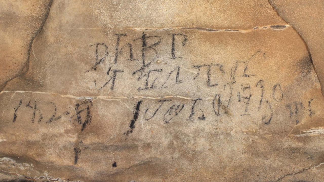Надписи чероки в пещере/Antiquity Publications Ltd