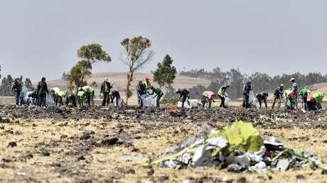 Los restos del Boeing 737 MAX estrellado cerca de la ciudad de Bishoftu, Etiopía, 12 de marzo de 2019.