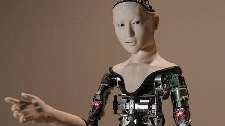 Robot humanoide Alter en una exhibición en el Museo Nacional de Ciencias Emergentes e Innovación de Tokio (Japón), el 1 de agosto de 2016.