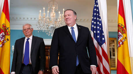 El secretario de Estado de EE.UU., Mike Pompeo, camina con el ministro de Exteriores de España, Josep Borrell, en Washington, el 1 de abril de 2019.