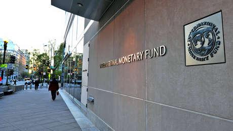 La fachada de las oficinas del Fondo Monetario Internacional (FMI), el 5 de abril de 2016 en Washington, EE.UU..