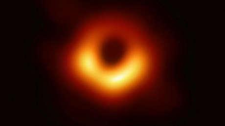 El agujero negro en el centro de la galaxia Messier 87
