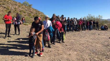 Agentes fronterizos de EE.UU. detuvieron a 135 migrantes centroamericanos en Arizona, EE.UU., 8 de abril de 2019.