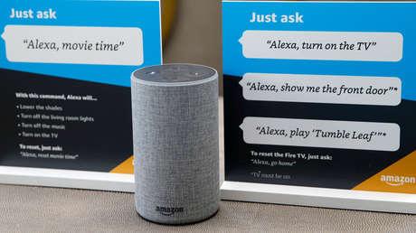 Un altavoz inteligente Amazon Echo.