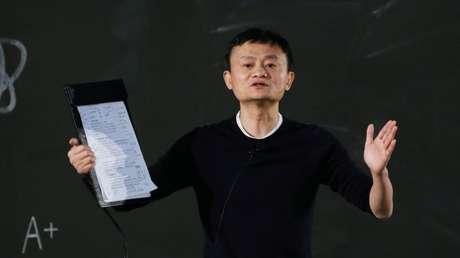 Jack Ma, cofundador y presidente ejecutivo de Alibaba, asiste a una ceremonia de premiación para maestros en Sanya, China.
