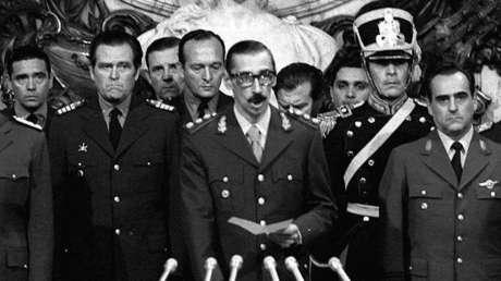 El 24 de marzo de 1976, día del golpe de Estado, el dictador Jorge Rafael Videla toma la Presidencia de Argentina.