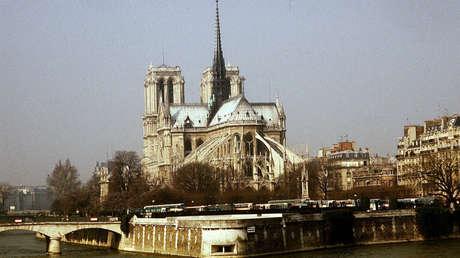 La catedral de Notre Dame de París en 1967.
