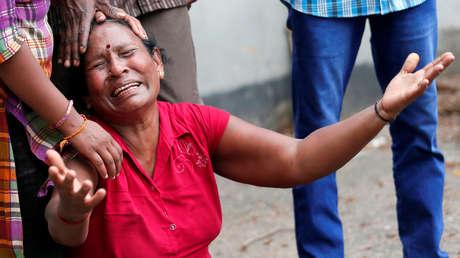 Familiar de una víctima de la explosión en el Santuario de San Antonio (Colombo, Sri Lanka), el 21 de abril de 2019.