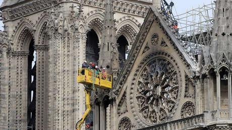 La catedral de Notre Dame una semana después del incendio que devastó gran parte del edificio de estilo gótico, París 23 de abril de 2019.